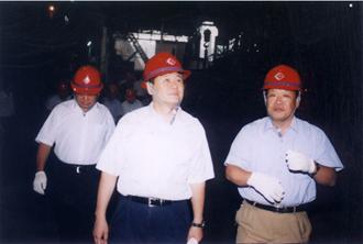 洪峰副省长到公司视察生产情况